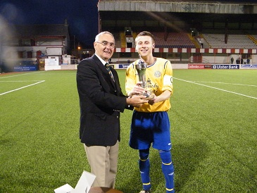 St Pats Captain Francis Cunningham  receiving the Cochrane Corry Cup from League Vice Chairman Mr Terry Pateman