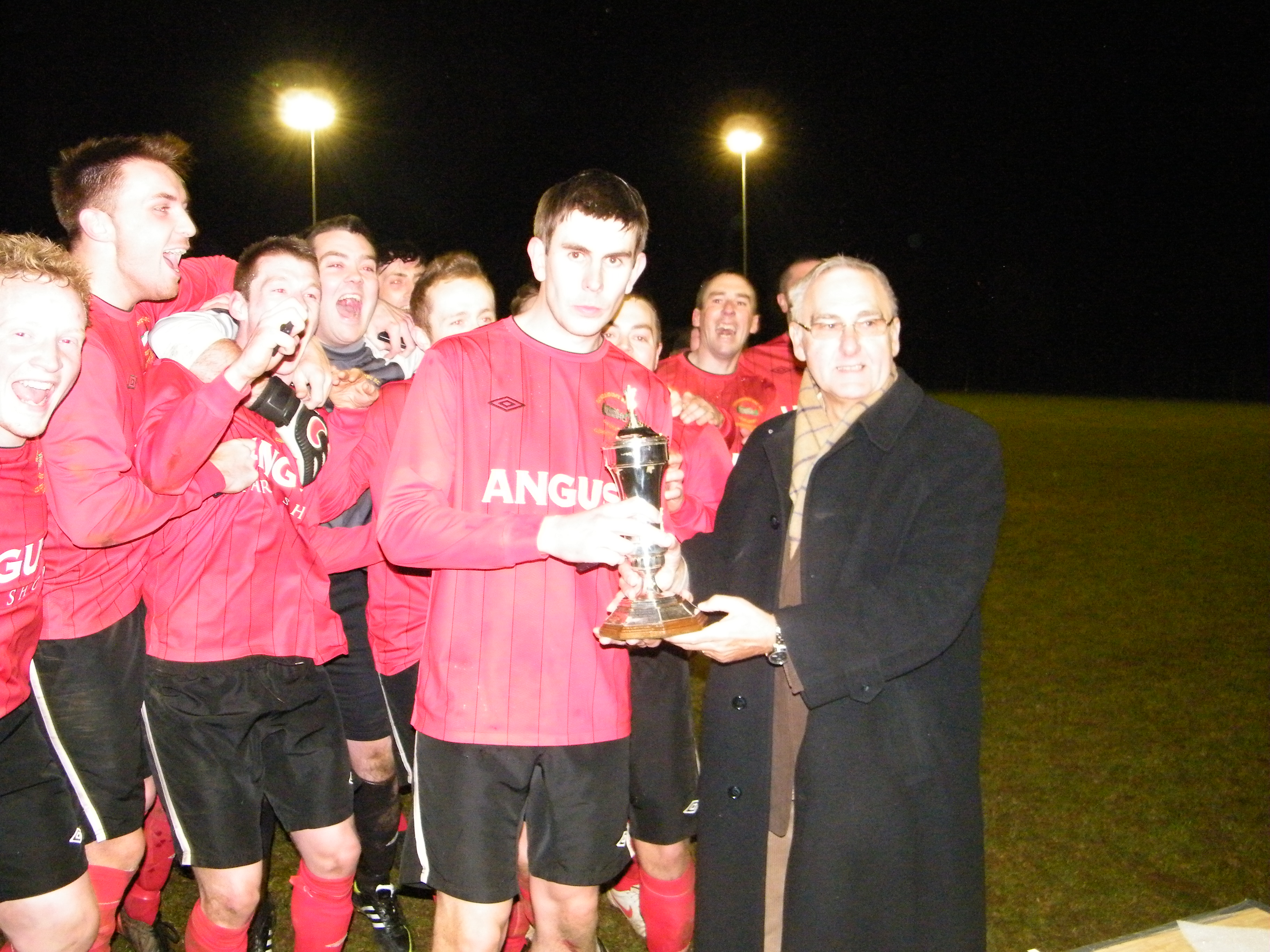League Chairman Terry Pateman presenting the cup to the Rosemount captain